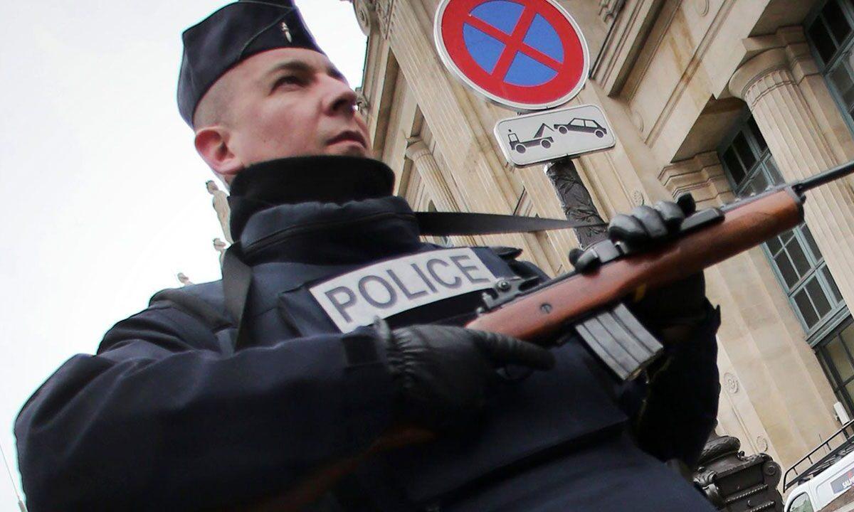 تعليق مضحك من ناشط غير مسلم على واقعة القتل في فرنسا!