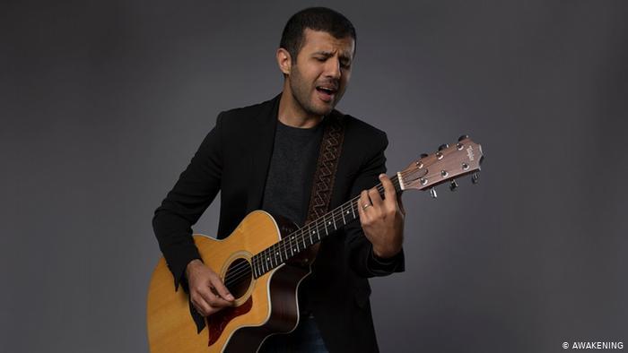 جمهور المغني حمزة نمرة من المسلمين والنصارى ينقلبون عليه